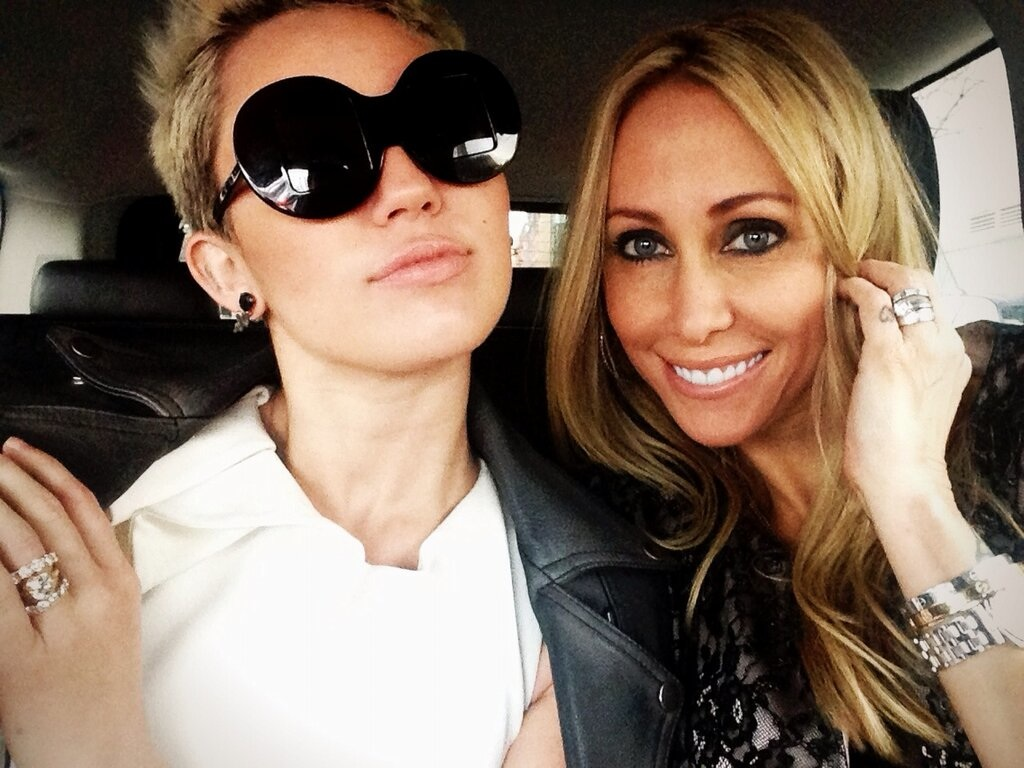 76378d3ef1 So we fulfilled it and to our surprise Miley  MileyCyrus wore the sunglasses  she asked ...