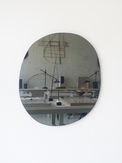 web_grey-mirror-2