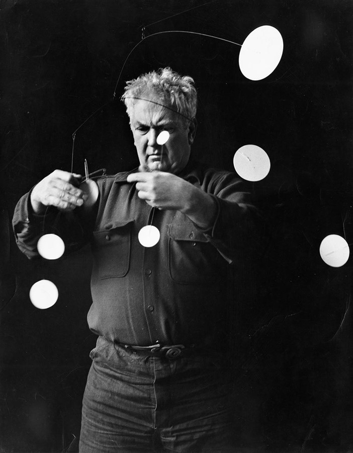 Alexander_Calder_with_Snow_Furry_(1948)_1952-Photograph by Gordon Parks © 2015 calder Foundation, New York : DACS : Art Resource, NY